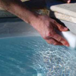 il-punto-piu-faticoso-da-pulire-in-una-piscina